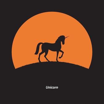 夕日を背景にシルエットユニコーン馬