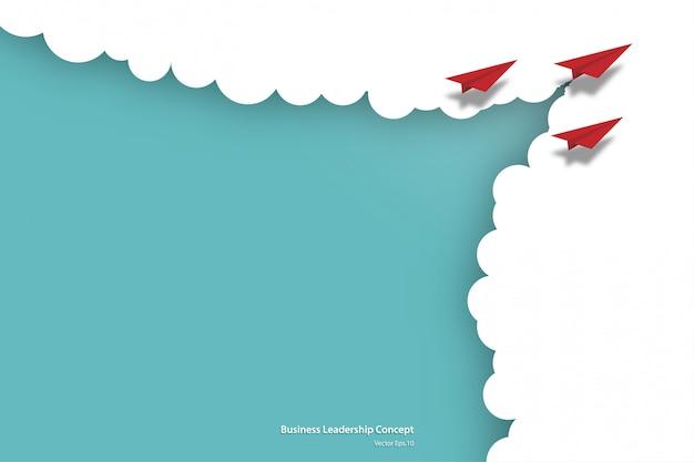 Бумажные самолеты, летящие из облаков на небе