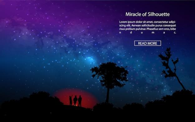 夜の空(乳白色の方法)の背景に息を呑む森の人々のキャンプファイヤー