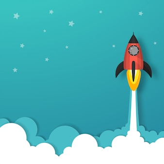 Космический корабль или запуск ракеты в небо над облаками идут к звезде.