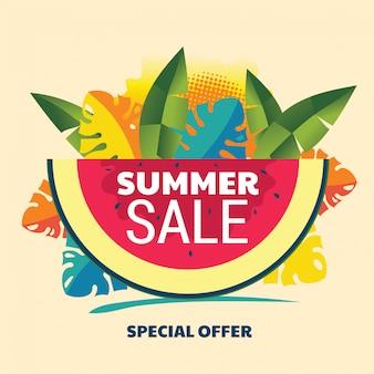 Абстрактный баннер летняя распродажа с арбузом и тропических листьев