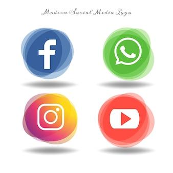 現代のソーシャルメディアのアイコンが楕円に乗っている
