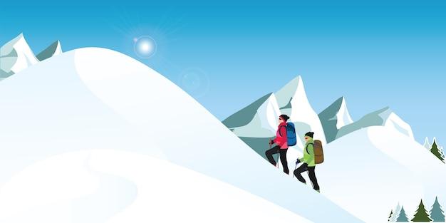 Альпинисты едут в снежных зимних горах.