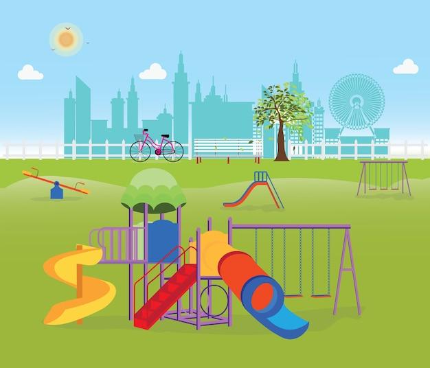 Детская площадка в общественном парке в городе