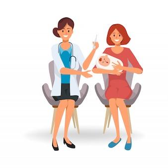 医師と赤ちゃんを持つ母親は、病院でワクチンを接種します。