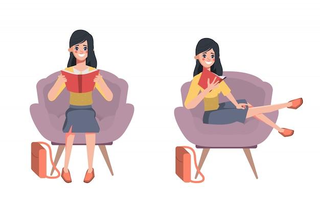 ソファで読書する多くの本の文字を保持している司書の女性。