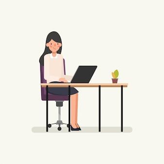 アニメーションシーンラップトップコンピューターに取り組んでいる女性実業家。