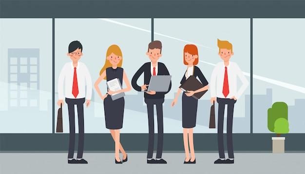 アニメーションのビジネスマンチームワークキャラクター。