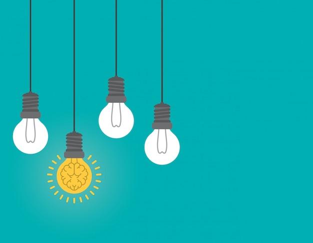 電球の中の輝く脳、アイデアのコンセプト。