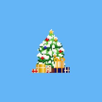 雪とギフトボックスを持つピクセルクリスマスツリー