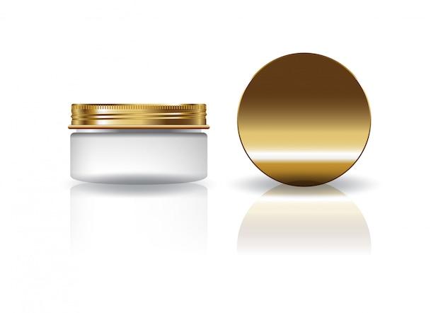 Пустая белая косметическая круглая банка с золотой крышкой.
