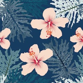シームレスな花柄のグリーンパームモンステラの葉とピンク色のハイビスカスの花