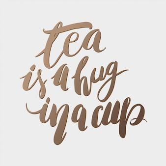Чай - это объятие в чашке. рука надписи цитатой мотивирующей фразы.