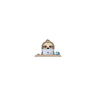 Милый ленивец работает на ноутбуке вектор