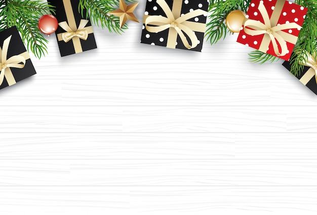 白い木製のテキストのためのコピースペースを持つクリスマス