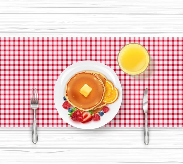 パンケーキで朝食を食べる