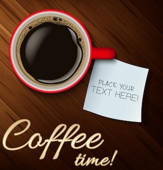 木製のテーブル上のテキストのためのコーヒーと白い紙のカップ