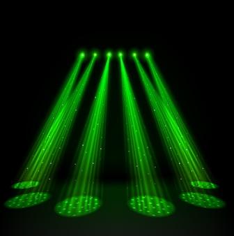 Зеленые прожекторы на темном фоне