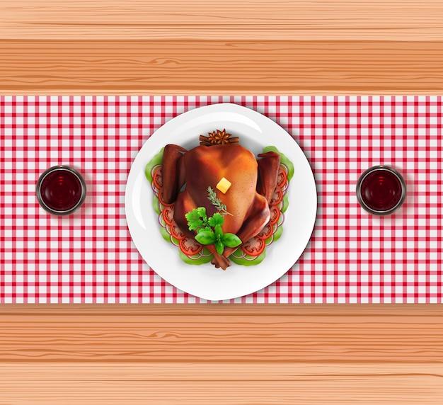 木製のテーブルに赤ワインを入れた皿に焙煎した七面鳥