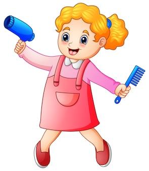 かわいいブロンドの女の子の美容師の櫛とヘアドライヤー
