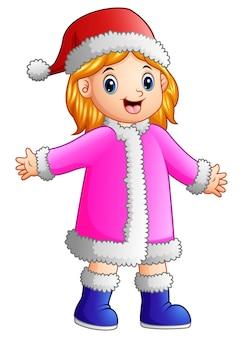 Счастливая девушка в розовом костюме санта-клауса