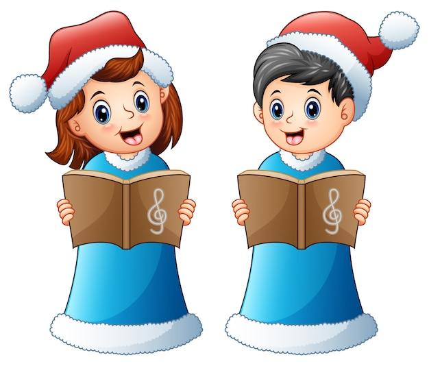 Счастливые дети в синем костюме санта поет рождественские колядки