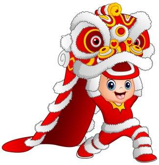 Ребенок играет китайский драконский танец