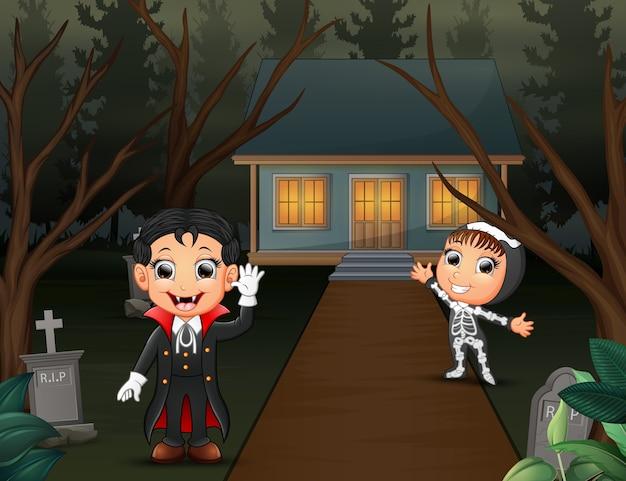 Счастливый хэллоуин с вампиром и скелетом