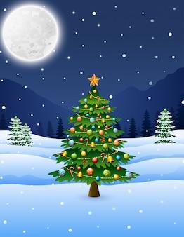 Новогодняя елка в зимнем ночном пейзаже
