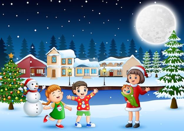 幸せな家族のお祝いクリスマスの日の屋外