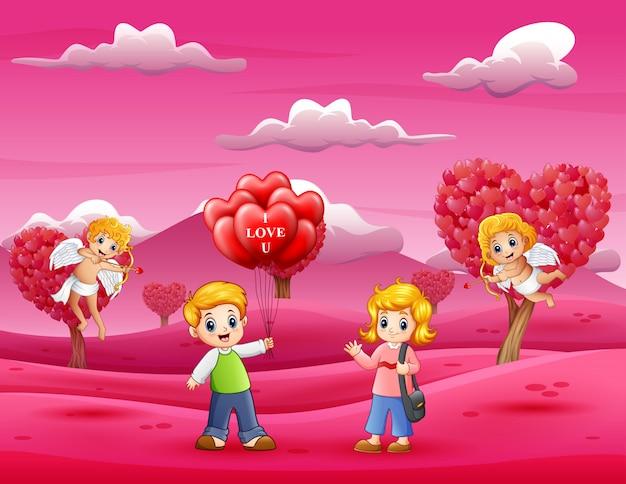 キューピッドと女の子のための風船をたくさん持っている男の子