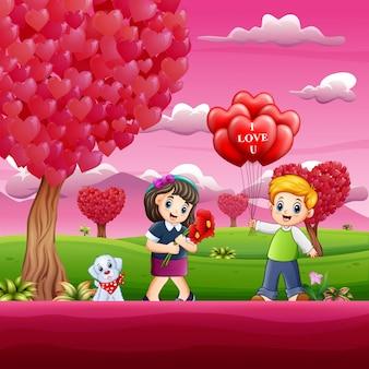 ピンクの庭でカップル子供と幸せなバレンタインデー