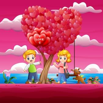 Мальчики дарят девочкам красные воздушные шарики в форме сердца