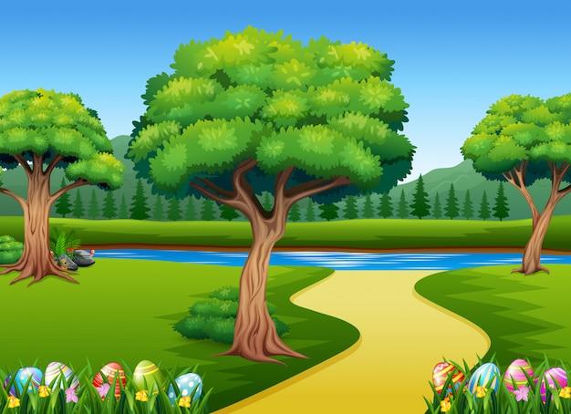 自然の背景を持つ緑の芝生で着色イースターエッグ