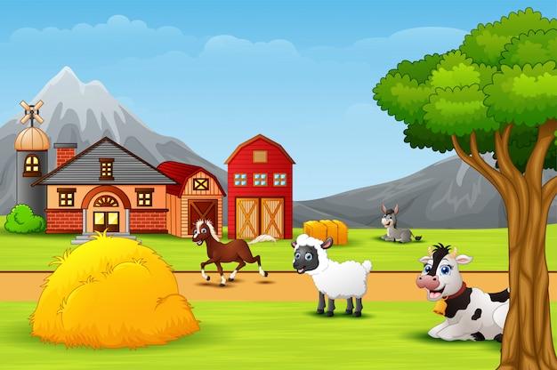 Счастливый ферма животных на скотном дворе