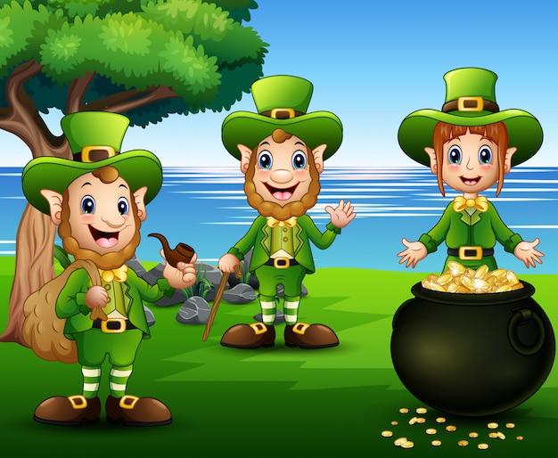 Счастливые мультипликационные лепреконы с горшком с золотыми монетами