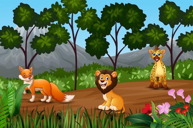 森の縁に集まる野生動物のグループ