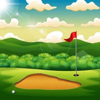 ゴルフボールとゴルフ場の緑の丘の上の旗