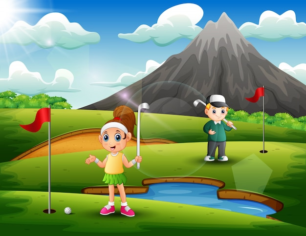 子供たちは美しい自然の中でゴルフをしています