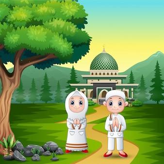 イードムバラクの幸せなカップルのイスラム教徒のお祝い