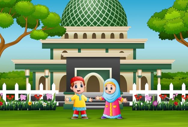 モスクの前にイスラム教徒の子供の漫画