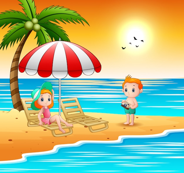 漫画の子供たちはビーチでリラックス