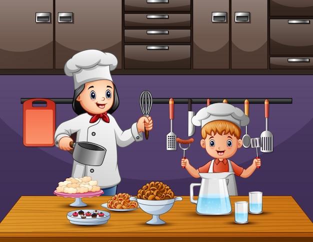 台所で料理をする彼のお母さんを助ける少年