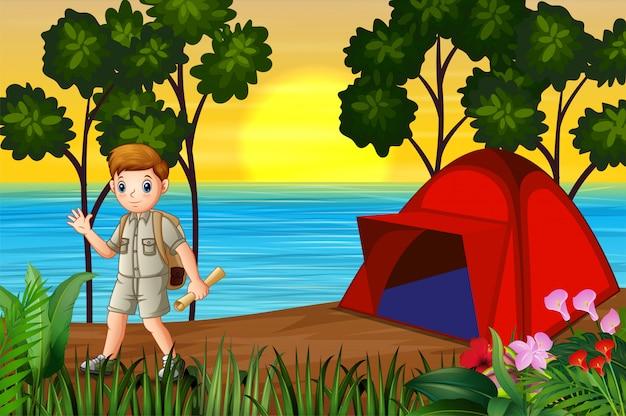 Исследователь мальчик кемпинг на берегу озера