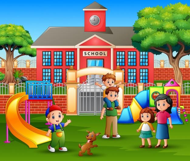 Дети с семьей на детской площадке