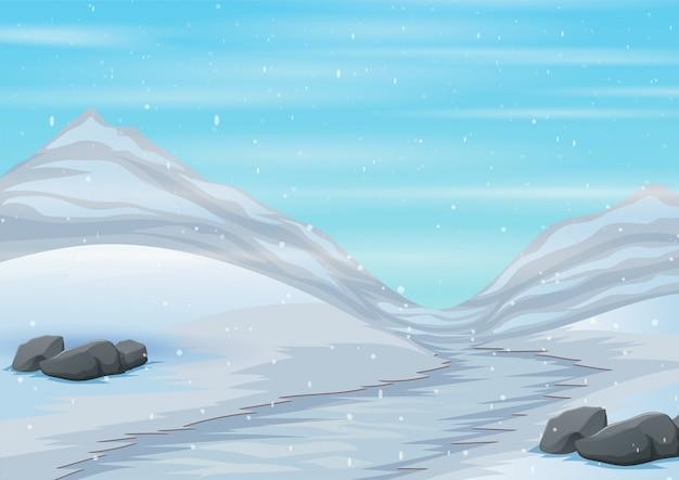 Сцена заснеженной дороги с ледяной горой