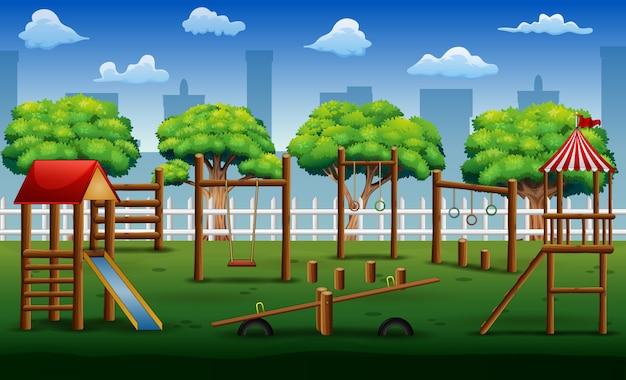 Детская площадка в городском парке с игрушками