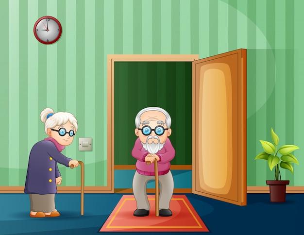 部屋の中の老夫婦