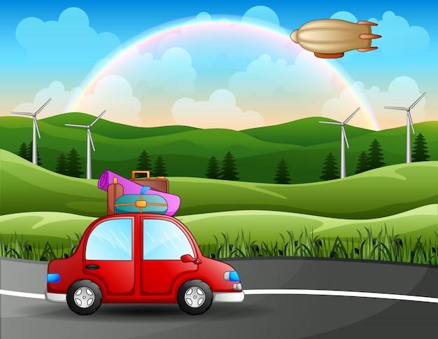 美しい風景の中で車でロードトリップ旅行