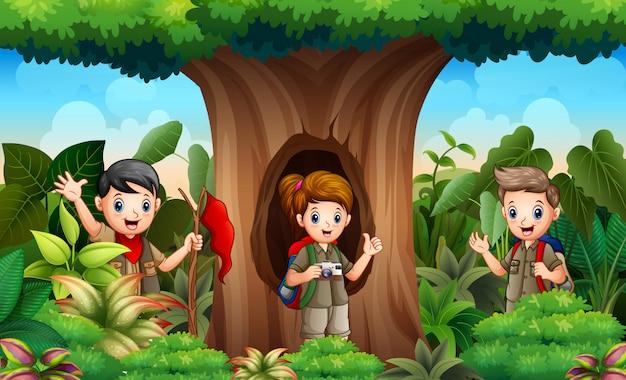 ジャングルの探検家の子供たち